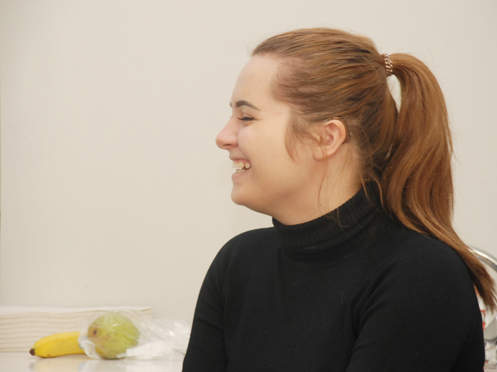 Schülerin bei der Berufsberatung