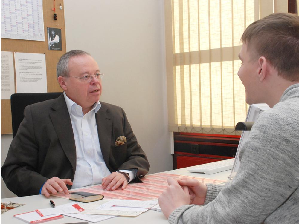 RWB Essen Sozialarbeiter Beratungsgespräch mit Herrn Lewandowski
