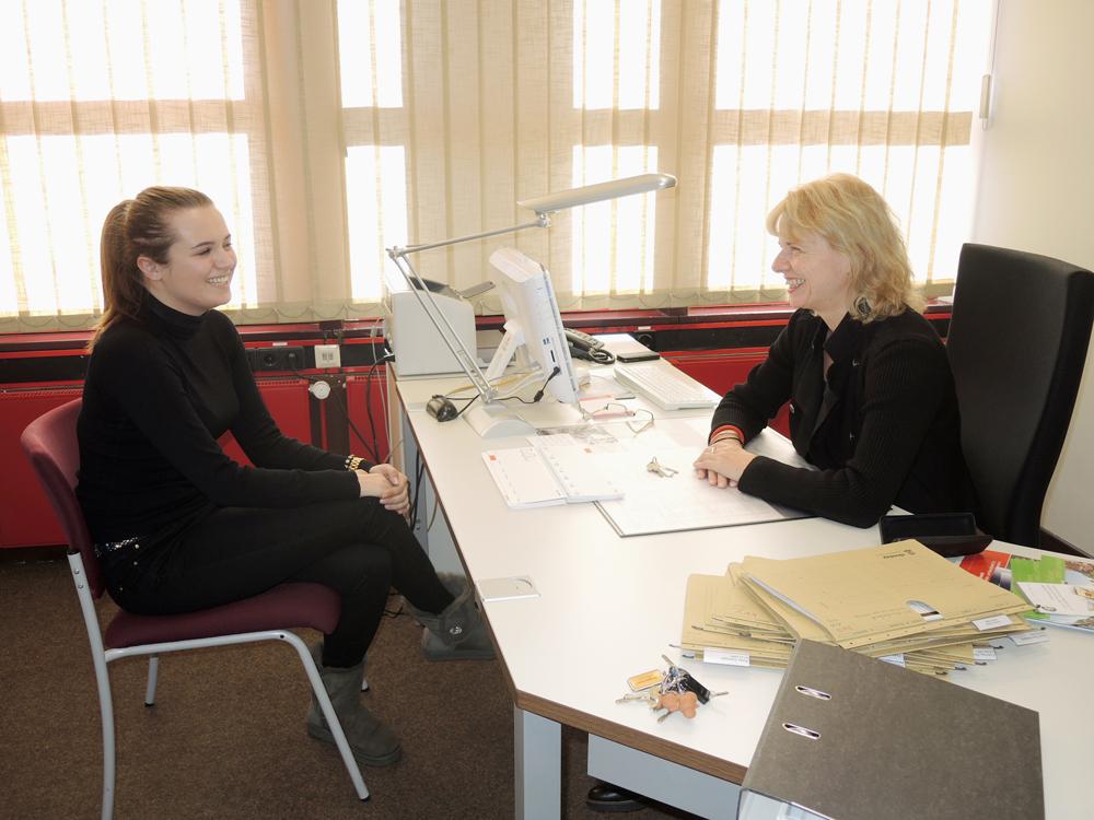 RWB Essen Sozialarbeiter Beratungsgespräch mit Frau Kahlfuß