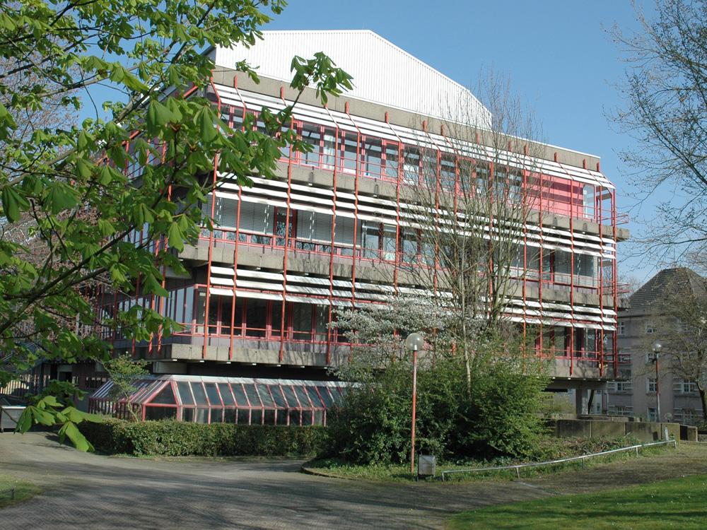 RWB Essen Schule Rundgang Gebäude Seiteneingang
