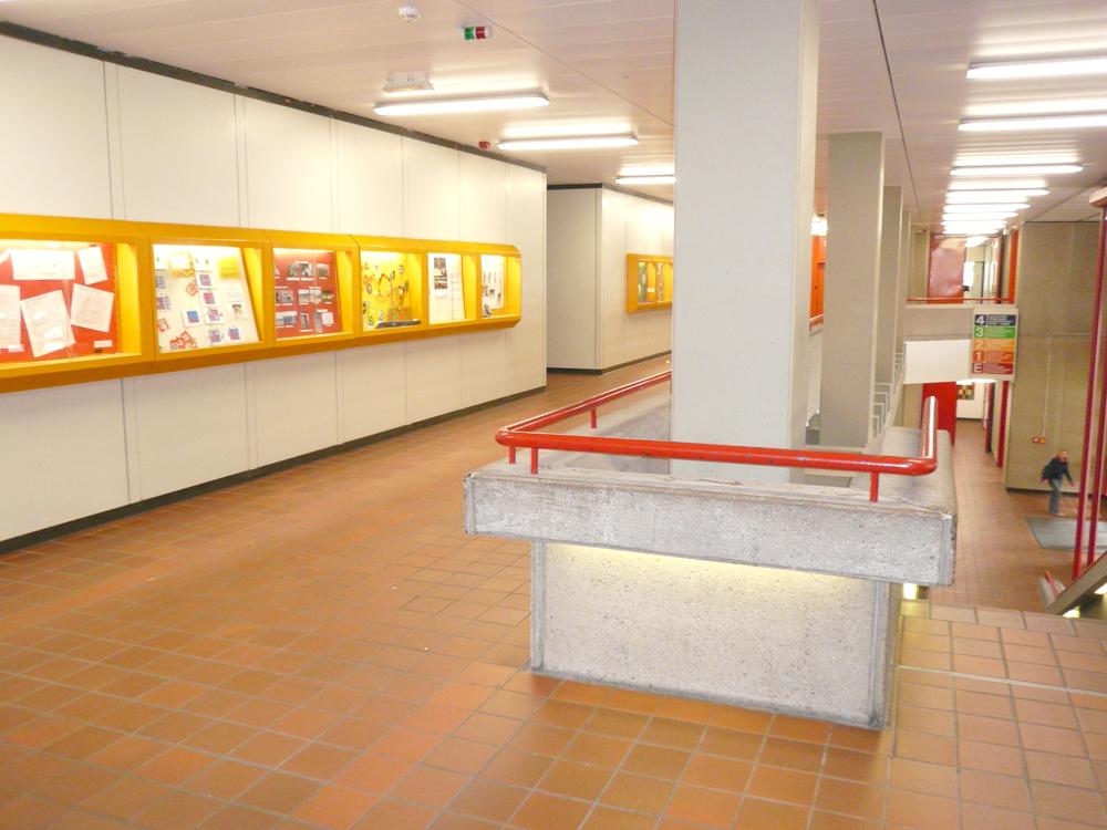 RWB Essen Schule Rundgang Galerie Schaukästen