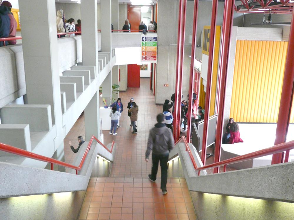 RWB Essen - Rundgang Gebäude - Blick in den Eingangsbereich