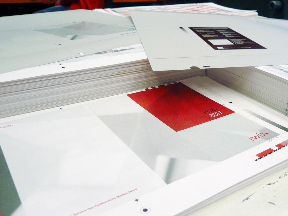 Medientechnologe Druck - Für dem Offsetdruck müssen Druckplatten hergestellt werden.