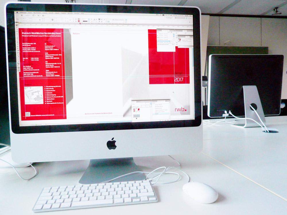 Mediengestalter Digital und Print - Der Kalender wird am imac mit dem Layoutprogramm Indesign gestaltet.