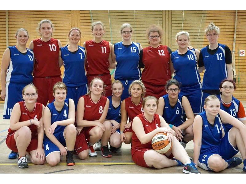 RWB Essen - Basketballturnier Osnabrück - Team Mädchen -Gemeinsames Gruppenfoto mit den Gegnerinnen