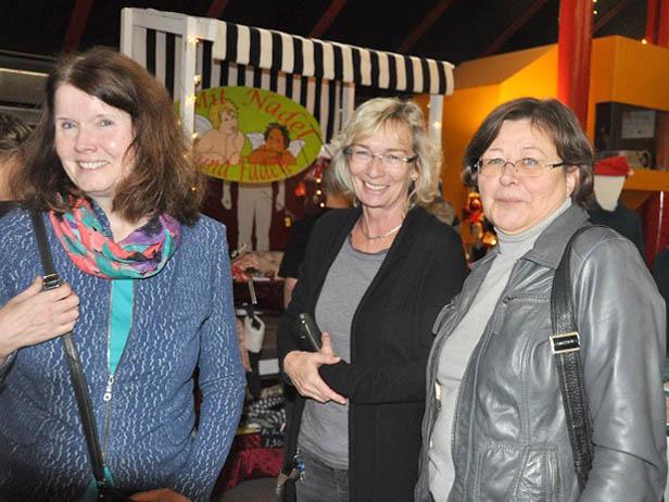 RWB Weihnachtsmarkt - Besucher genießen die Weihnachtsstimmung