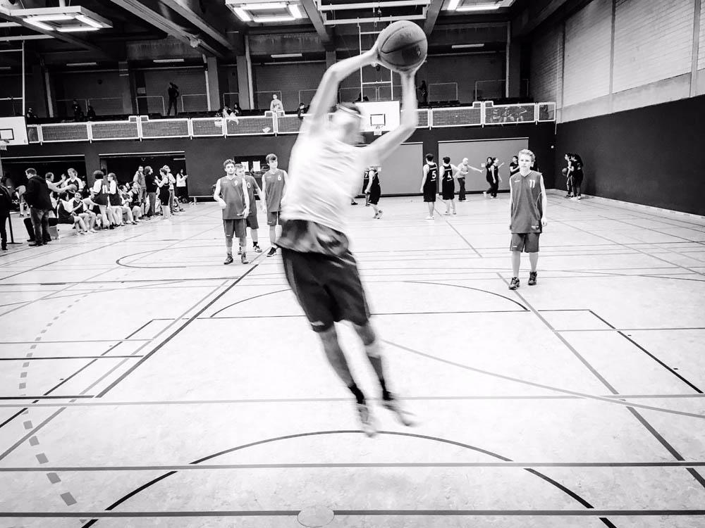 RWB Essen - Basketball-Qualifikationsturnier - Ein Korbleger