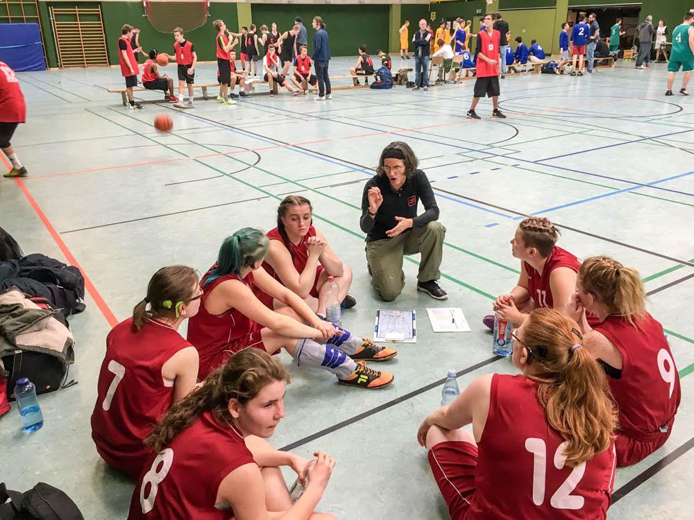 RWB Essen - Basketball-Qualifikationsturnier 2017 - Die Lagebesprechung der Frauenmannschaft