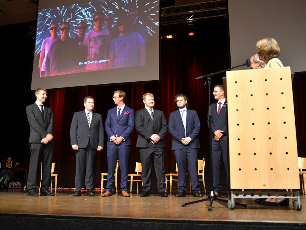 RWB Essen - Abiturfeier 2017 - Die Abschlussklasse KN 3-2 bei der Zeugnisübergabe