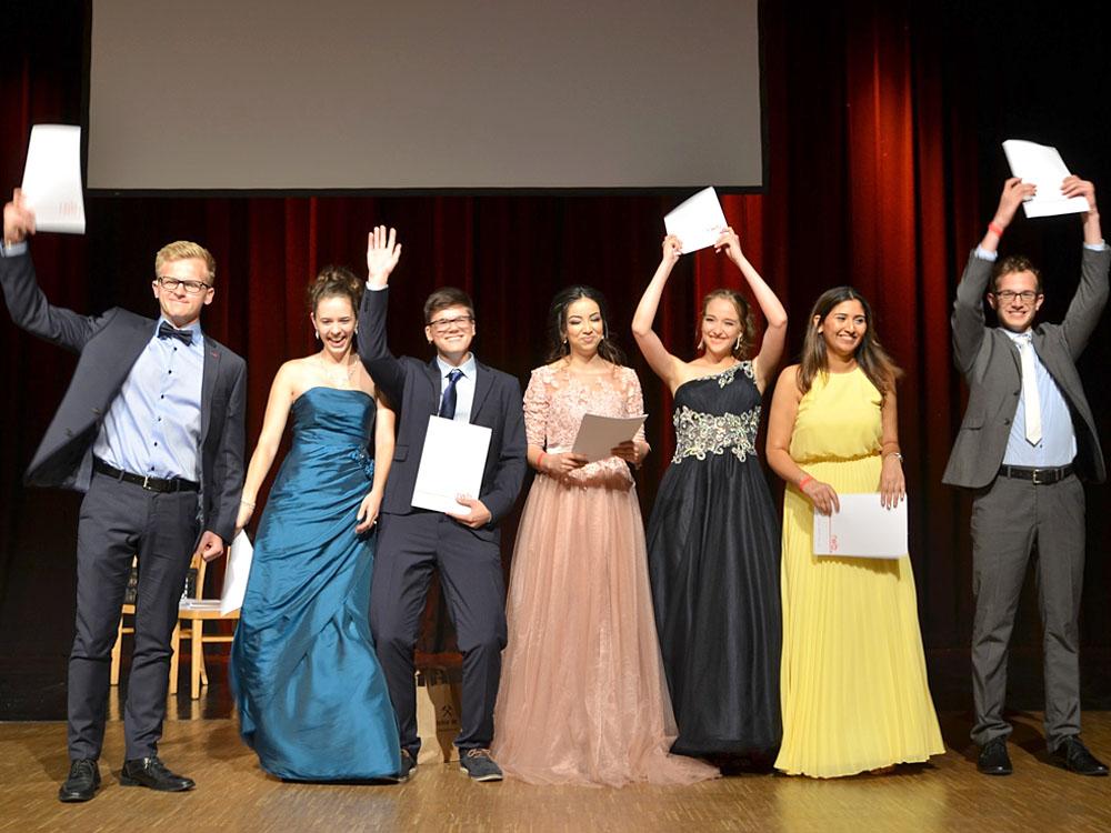 RWB Essen - Abiturfeier 2017 - Die Abschlussklasse KW 3-2 bei der Zeugnisübergabe