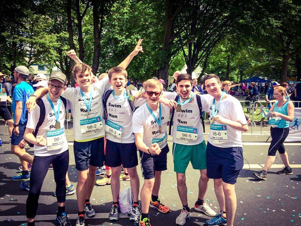 RWB Essen -  Evonik-Schulmarathon 2017 - Triathleten nach dem Lauf