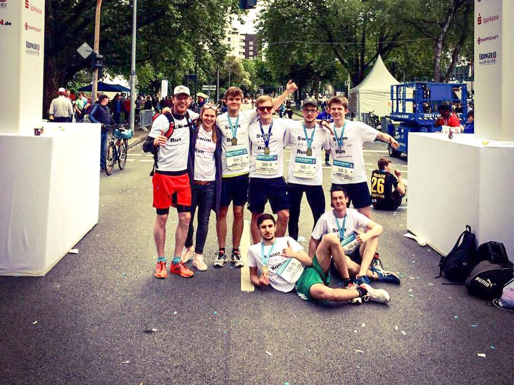 RWB Essen -  Evonik-Schulmarathon 2017 -  Triathleten mit ihren Betreuern