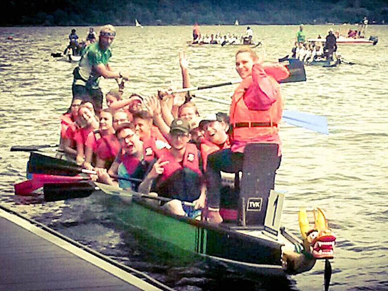 RWB Essen - Integratives Drachenbootrennen 2017 - RWB Mannschaft in Fahrt