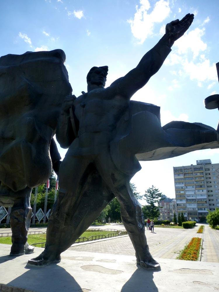 RWB Essen - Studienfahrt nach Russland - Skulptur aus sozialistischer Zeit in Bor