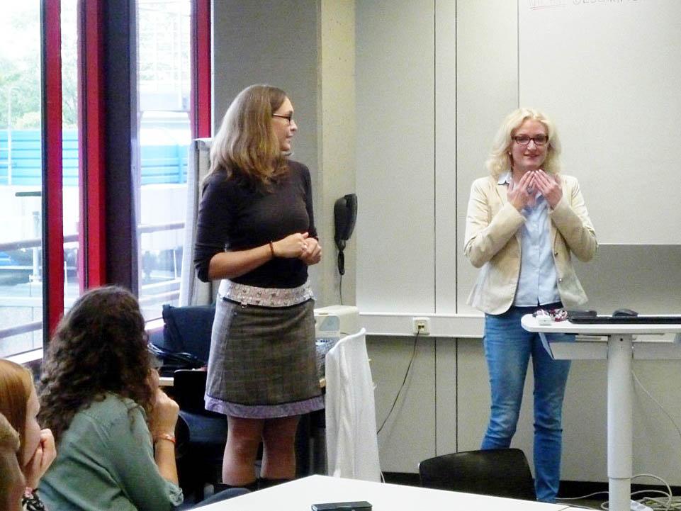 RWB Essen - Besuch aus Russland - Frau Schneider begrüßt die Studentinnen