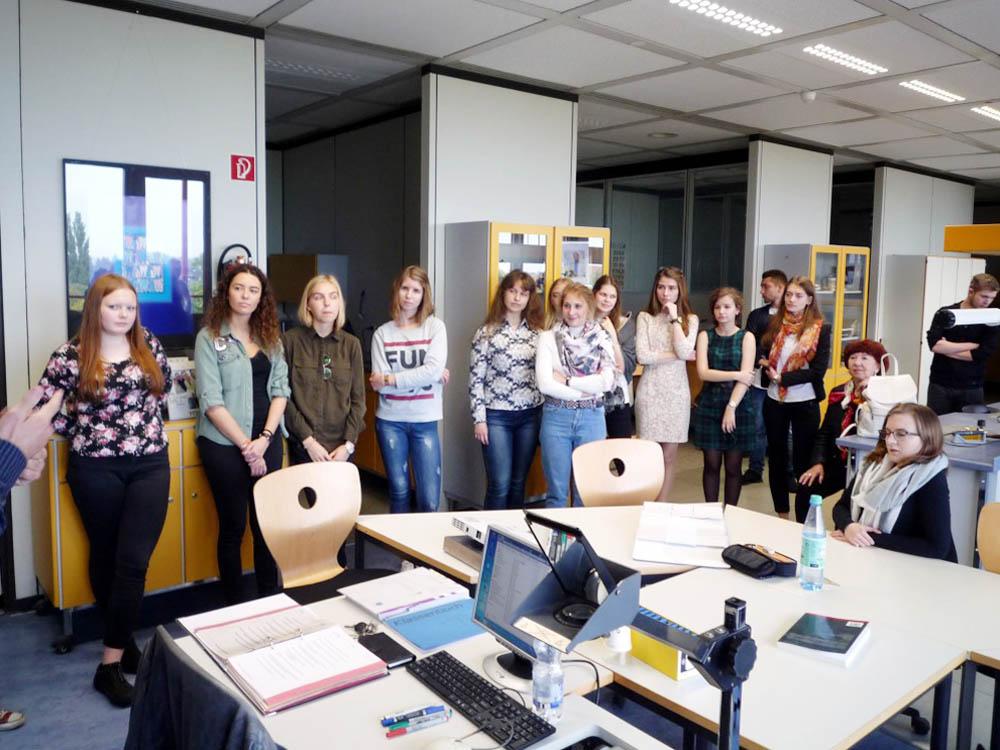 RWB Essen - Besuch aus Russland - Besichtigung der Schule - Besuch in der Zahntechnik