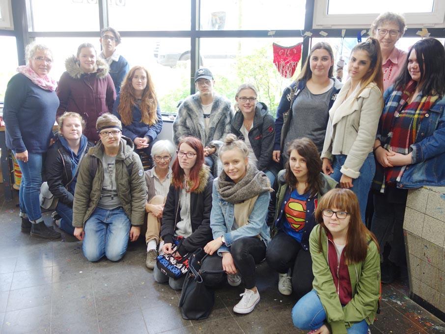 RWB Essen - Besuch des Textilmuseums in Gelsenkirchen - Gruppenbild mit allen Teilnehmerinnen und Teilnehmern