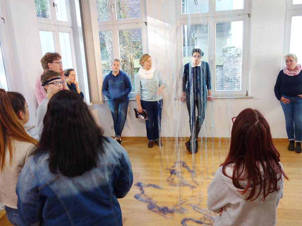 RWB Essen - Besuch des Textilmuseums in Gelsenkirchen - Objekt Assoziation Regen