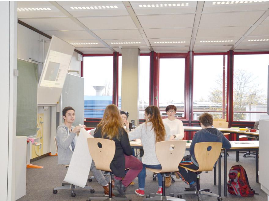 RWB Essen - Gl-Projekttag der 13er - Arbeitsgruppe Kleidung