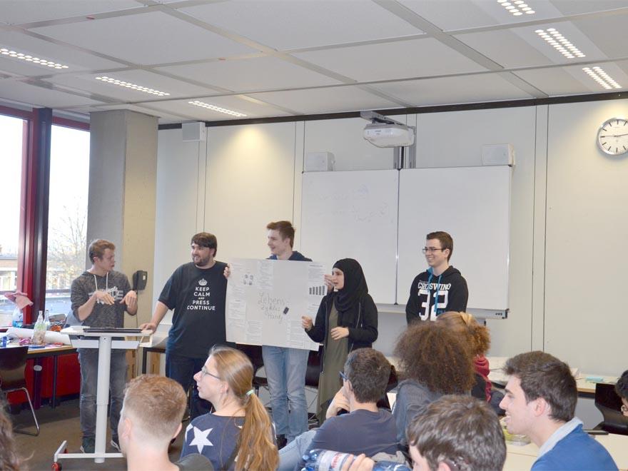 RWB Essen - Gl-Projekttag der 13er - Präsentation zum Thema Lebenszyklus eines Handys