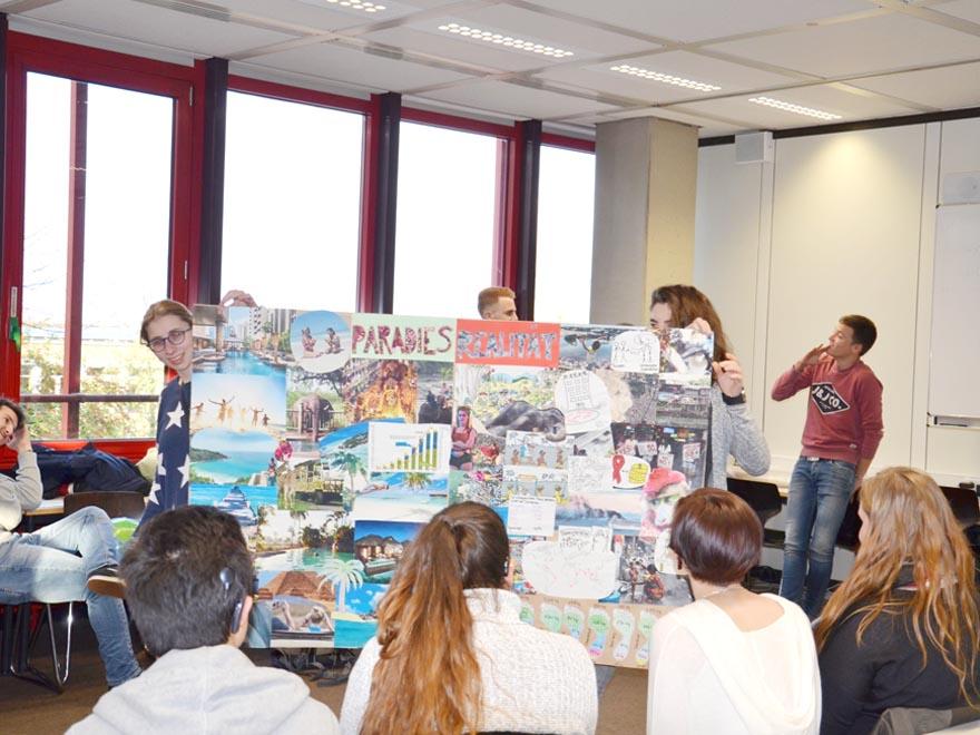 RWB Essen - Gl-Projekttag der 13er - Präsentation zum Thema Tourismus