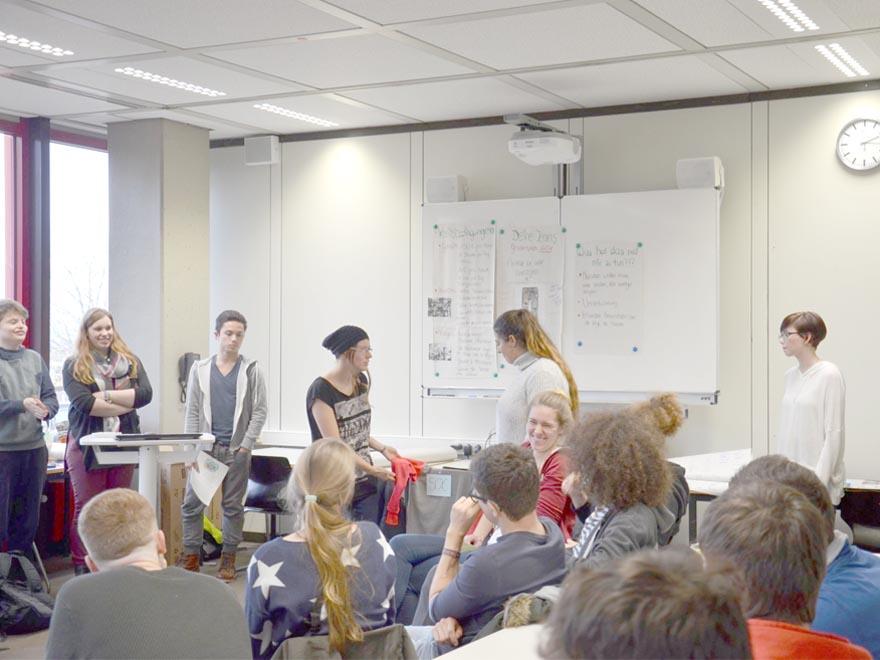 RWB Essen - Gl-Projekttag der 13er - Präsentation als Rollenspiel