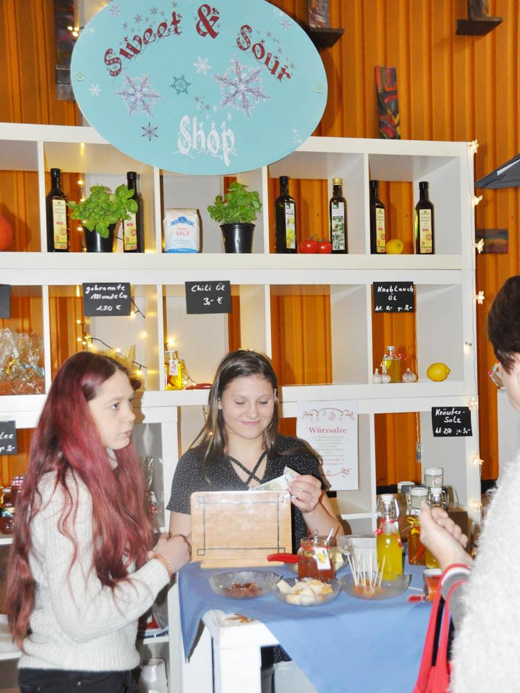 RWB Essen - Weihnachtsmarkt 2017 - Verkaufsstand für Süßes und Saures