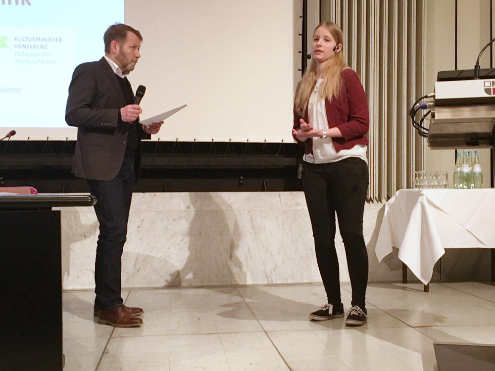 RWB Essen - Impulstagung Erasmus+ Deutschland - Cindy wird von Gernot Stiwitz interviewt.