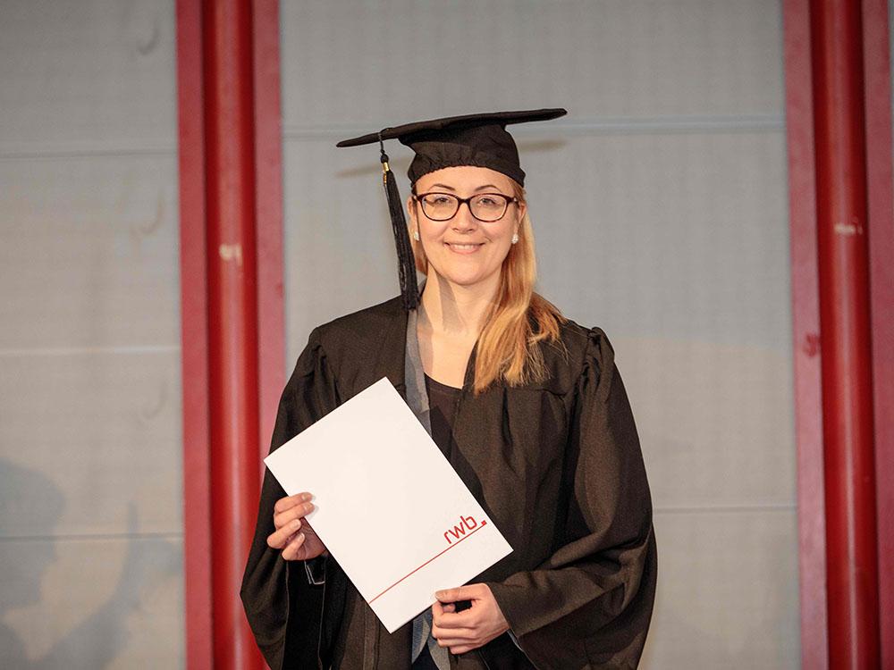 RWB Essen - Verabschiedung der staatlich geprüften Betriebswirte aus der Virtuellen Fachschule - eine Absolventin
