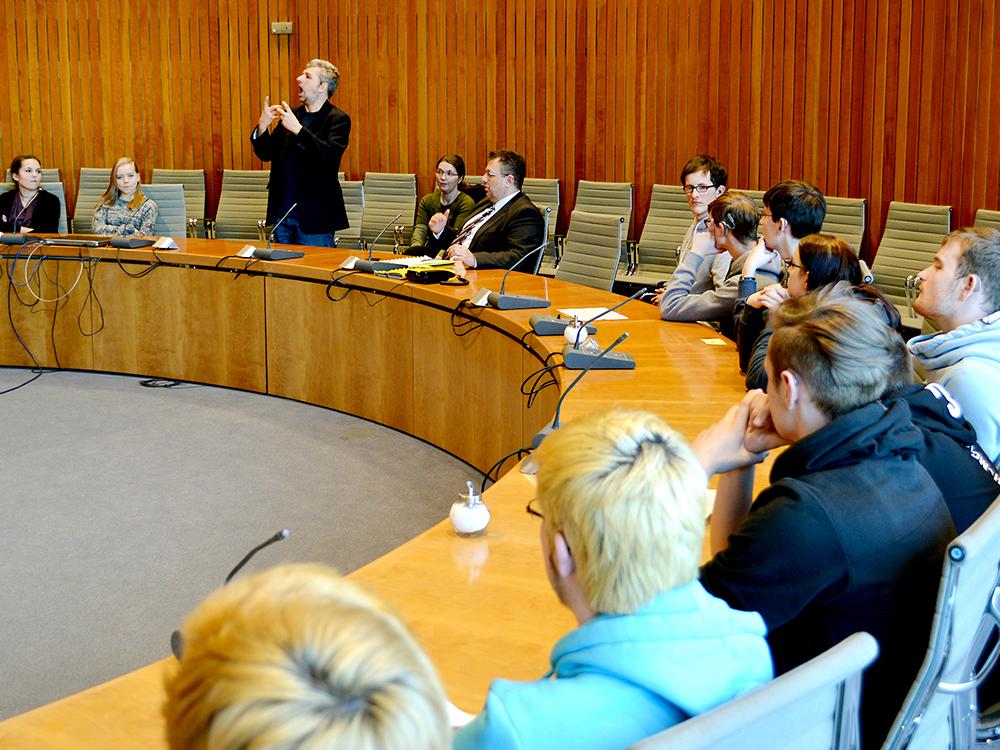 RWB Essen - Besuch des Landtags in Düsseldorf - Diskussion mit Herrn Mehrdad Mostofizadeh über aktuelle politische Themen