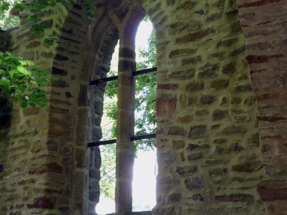 RWB Essen - Museum unter Tage - Außengelände - Ruine einer Kapelle im Park Weitmar