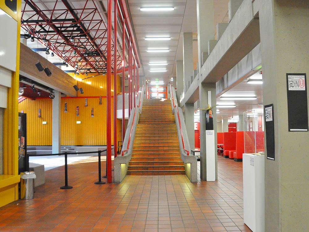 RWB Essen Rundgang - Haupteingang/ Treppenaufgang links