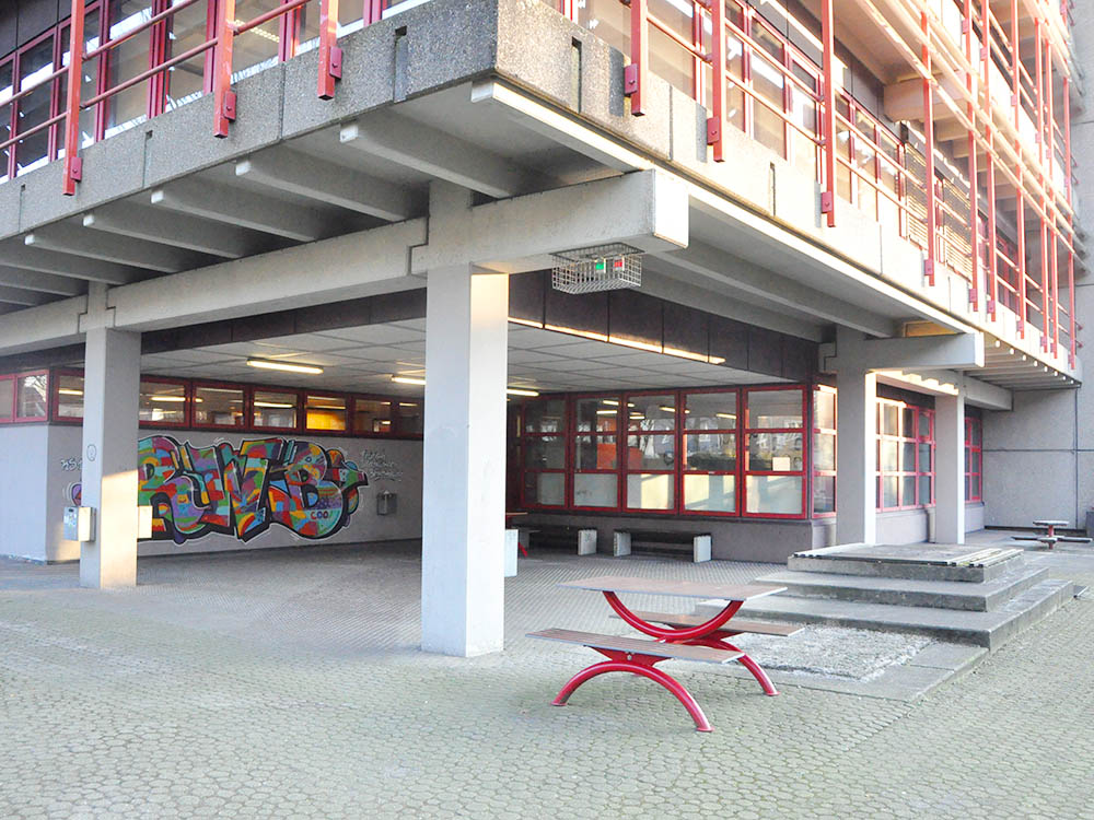 RWB Essen Rundgang - Pausenhof / Nebeneingang