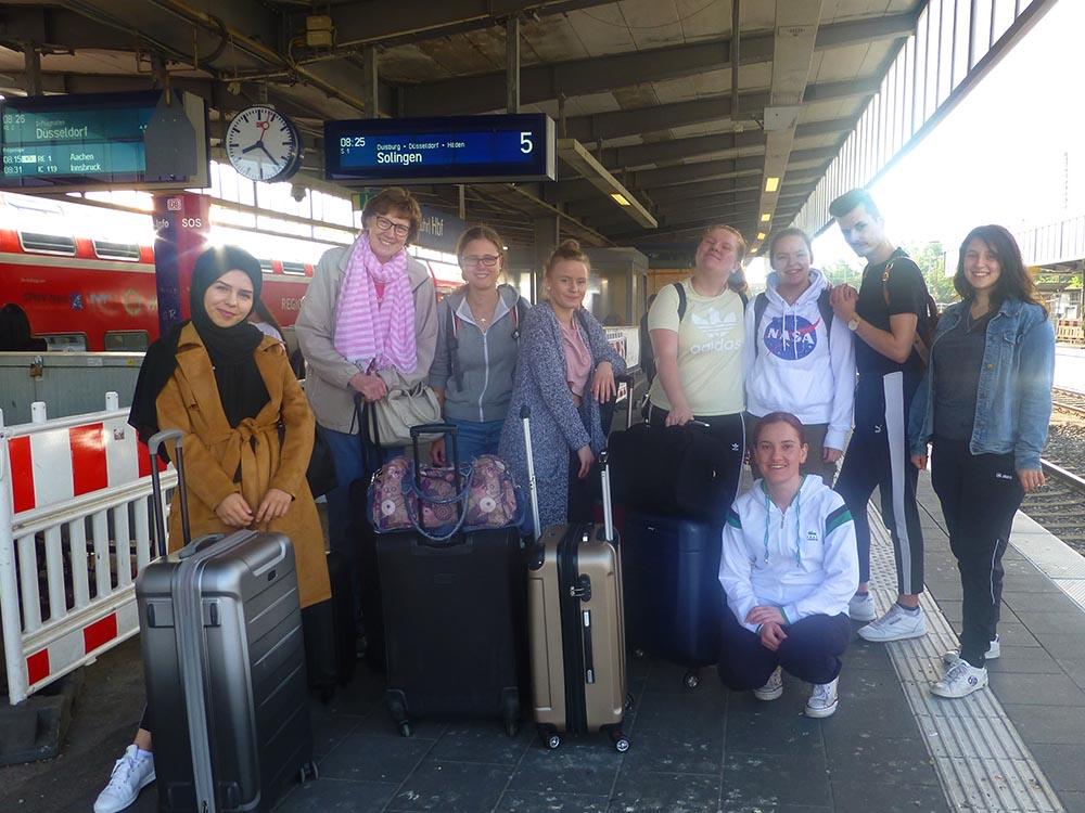 RWB Essen - Studienfahrt nach Augsburg - Die Reisegruppe am Mülheimer Hauptbahnhof