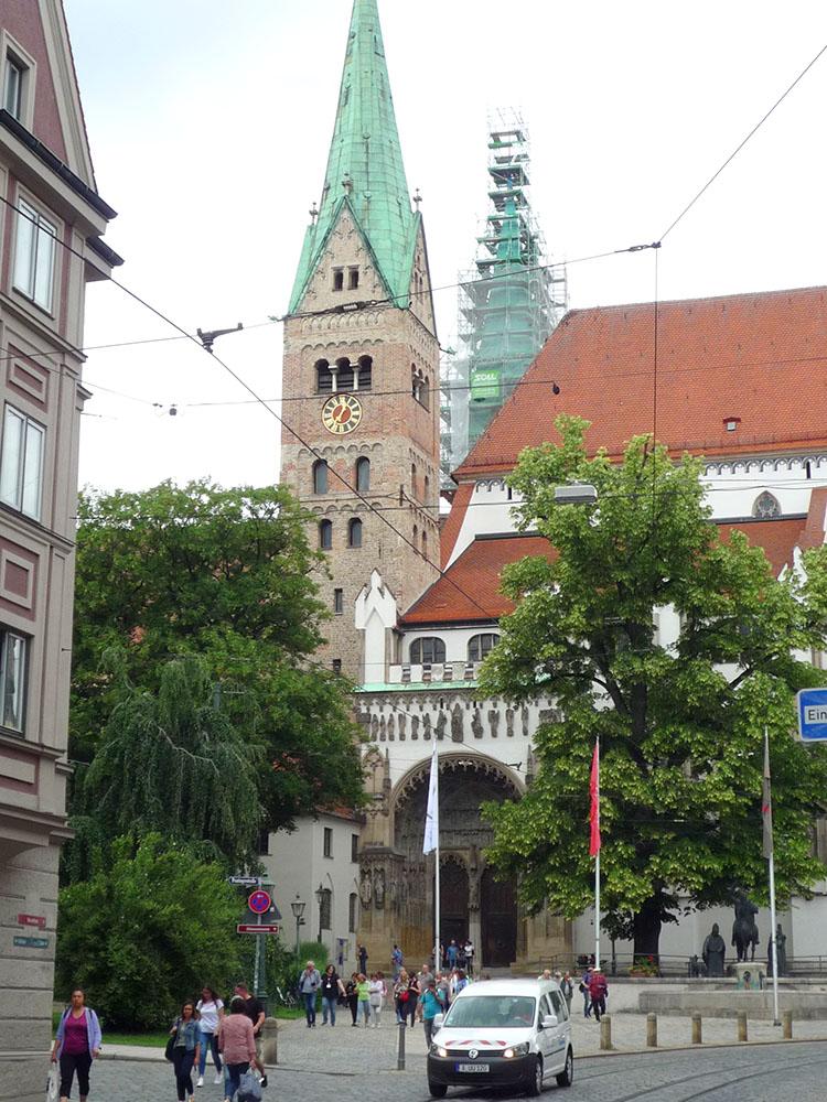 RWB Essen - Studienfahrt nach Augsburg - Um den Augsburger Dom ranken sich viele Geschichten.