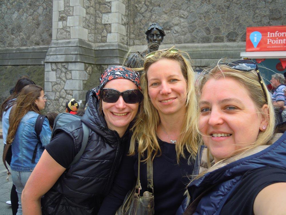 RWB Essen - Studienfahrt nach Dublin -  Gruppenbild mit Molly Mallone
