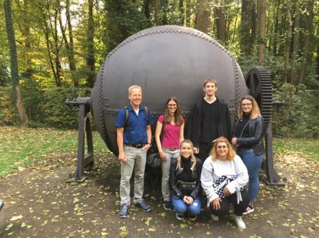 RWB Essen - Besuch im Papiermuseum - Gruppenbild zum Abschluss des Besuchs im Papiermuseum