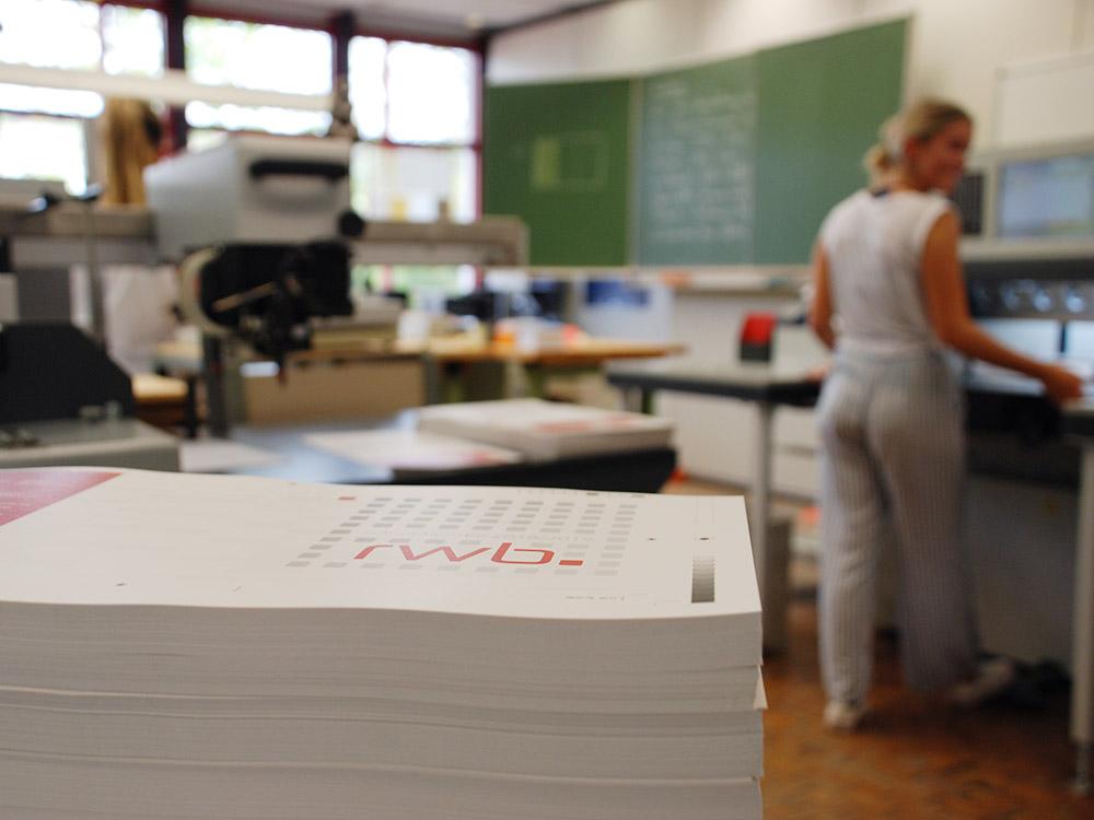 RWB Essen - Schulkalender 2018/2019 - Die Druckbogen warten auf den Beschnitt.