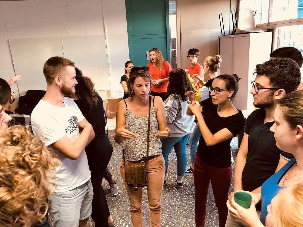 RWB Essen - Studienfahrt nach Toulouse -  Eine Dolmetscherin unterstützt uns bei den französischen Gebärden.
