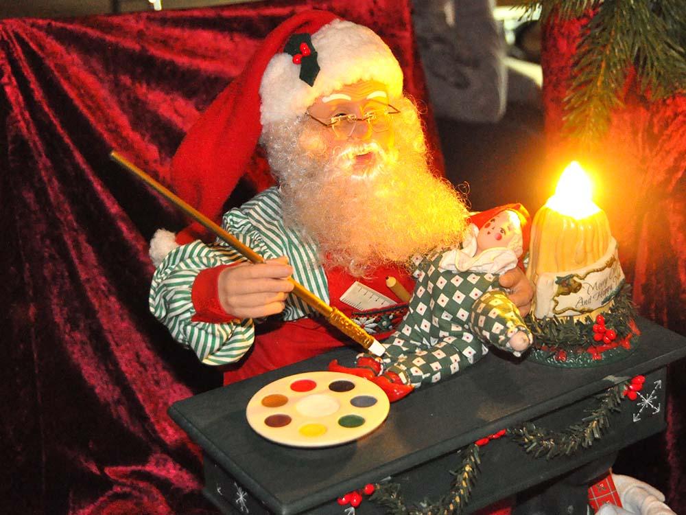 RWB Essen - Weihnachtsmarkt 2018 - Der Weihnachtsmann ist auch dabei.