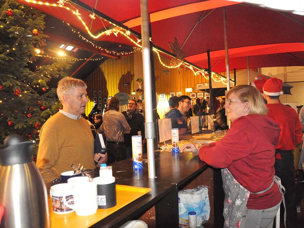 RWB Essen - Weihnachtsmarkt 2018 - Verkauf von Kaffee, Kakao, Waffeln und vielem mehr