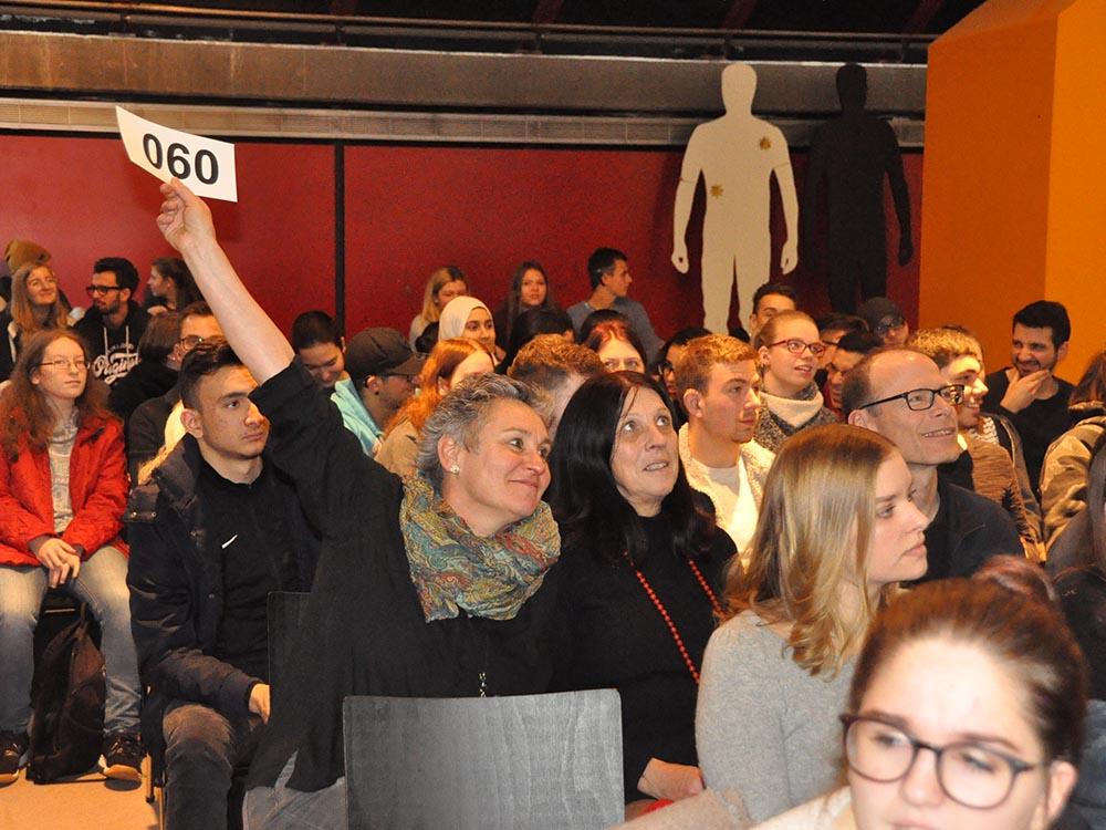 RWB Essen - Kunstauktion 2018 - Es wurde fleißig geboten.
