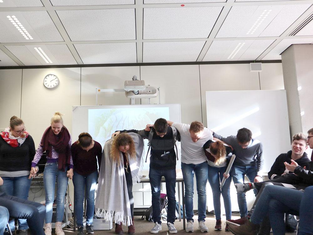 RWB Essen - GL-Projekttag 13er Klassen - Applaus für die Präsentation