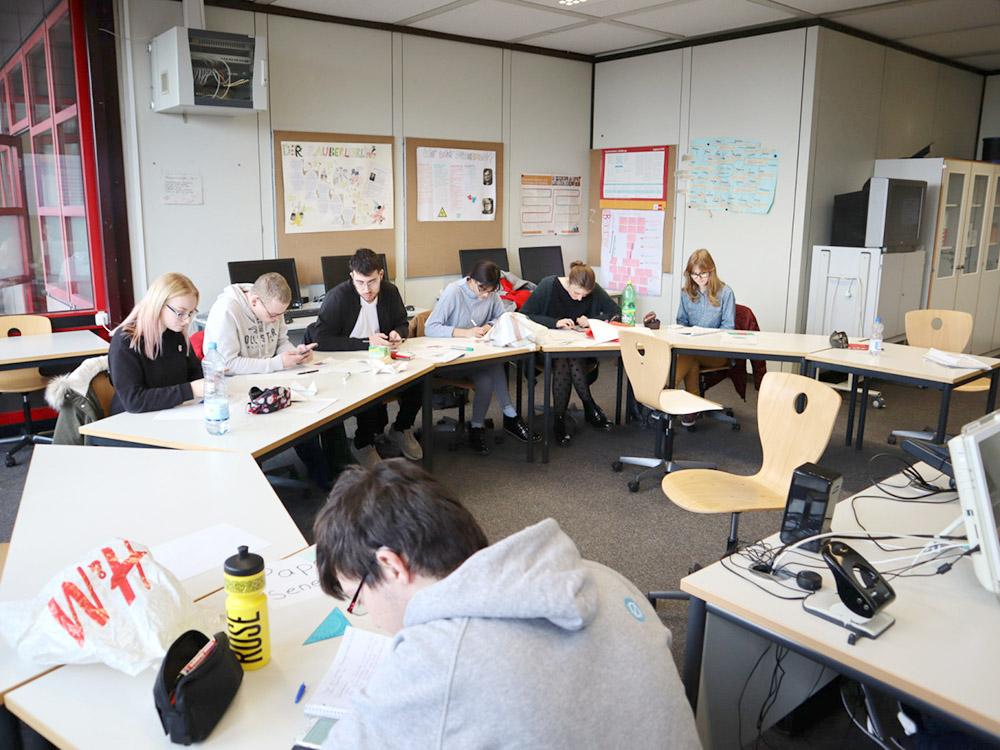 RWB Essen - GL-Projekttag 13er Klassen - Arbeit in den Gruppen