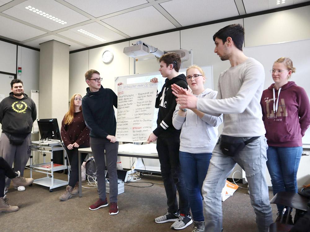 RWB Essen - GL-Projekttag 13er Klassen - Präsentation der Arbeitsgruppe zum Thema Erdöl