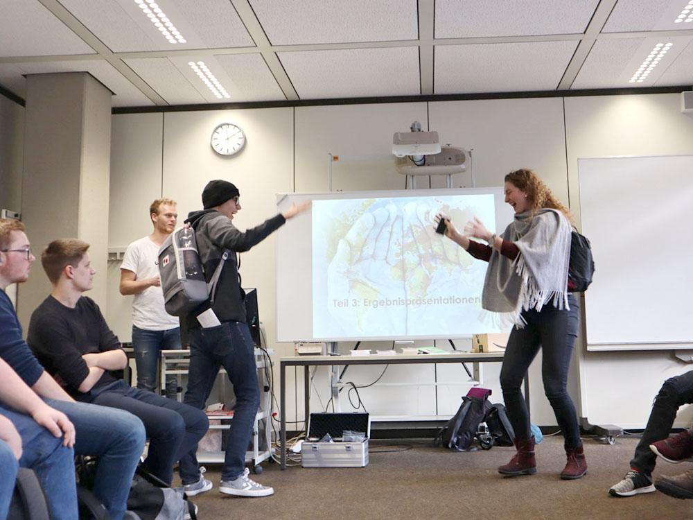 RWB Essen - GL-Projekttag 13er Klassen - Präsentation als Rollenspiel