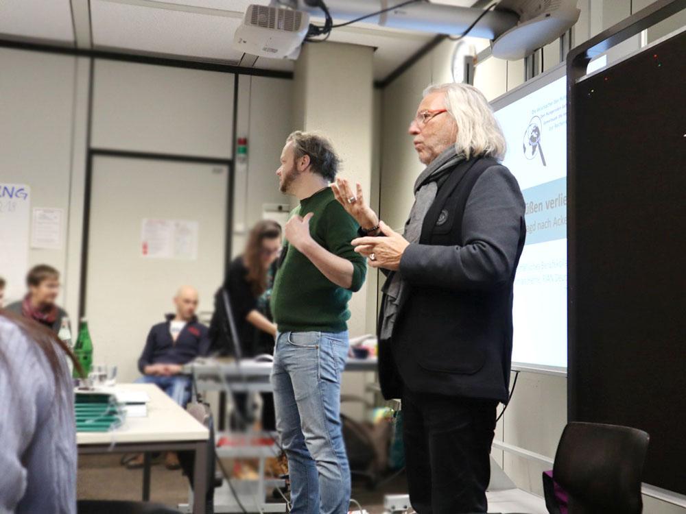 RWB Essen - GL-Projekttag 13er Klassen - Vortrag zum Thema Landgrabbing