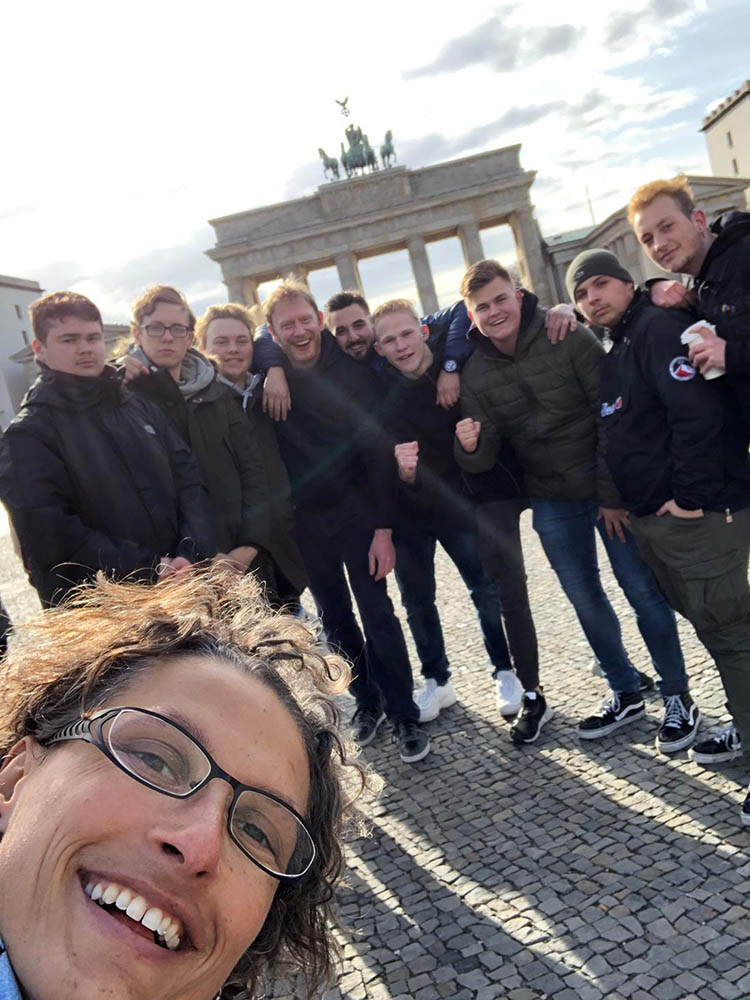 RWB Essen - Basketball-Schülermeisterschaften in Berlin 2019 - Gruppenbild vor dem Brandenburger Tor