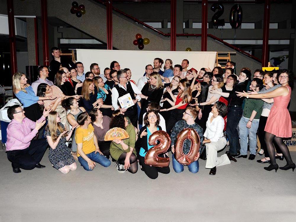 RWB Essen - Jubliäum 20 Jahre Tanz-AG -  Gruppenbild mit allen Gästen der Jubiläumsfeier.