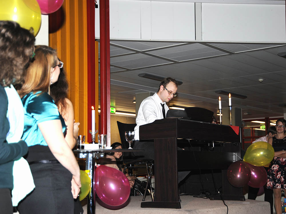 RWB Essen - Jubliäum 20 Jahre Tanz-AG - Die Teilnehmerinnen und Teilnehmer zeigten tolle künstlerische Darbietungen.